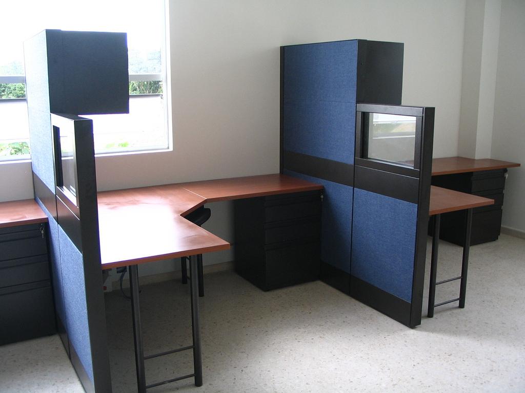 Paneles divisiones media altura lamina vidrio gabinetes for Divisiones de oficina