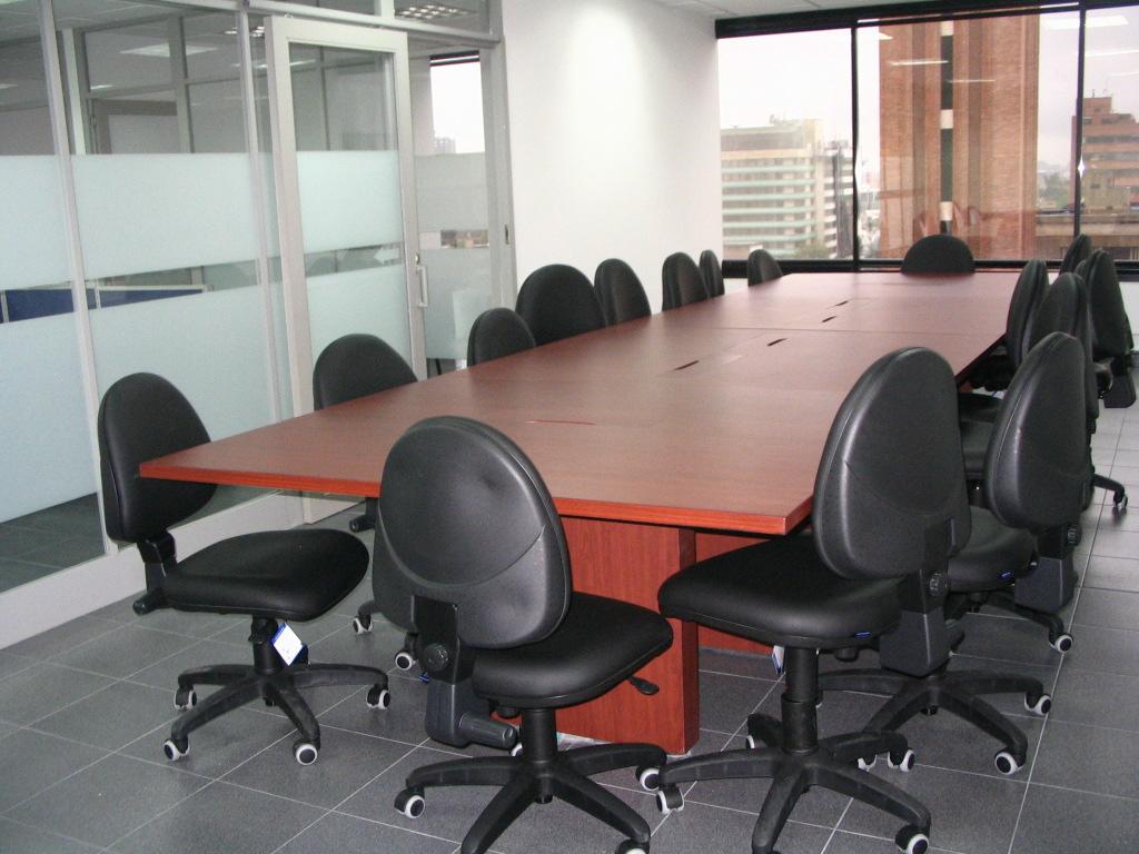Sala juntas fabricada aglomerado enchapada f rmica for Sillas para sala de juntas