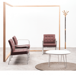Sala de recibo clásica con sofas tapizados